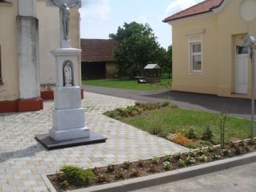 dvorište crkve